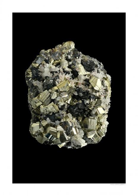 Pyrit i bergkristall A4 svart webb